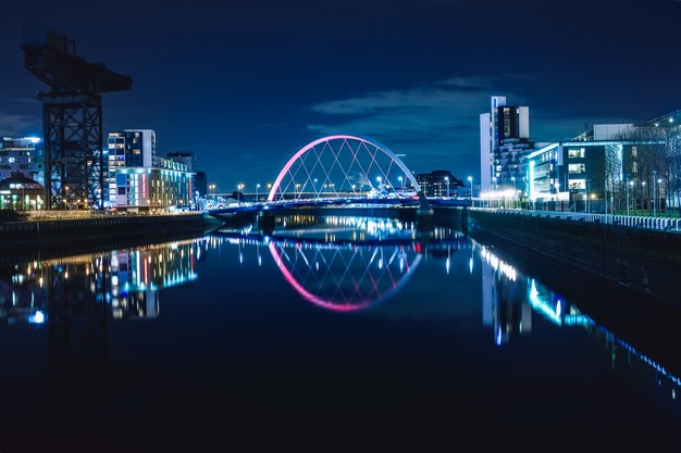 night-view-clyde-arc-squinty-bridge-from-east-river-clyde-glasgow-scotland_335924-24