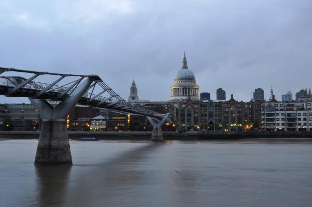 millennium-bridge-across-river-thames_73950-421